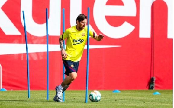 Поранешниот претседател на Барселона стравува дека Меси ќе го напушти клубот