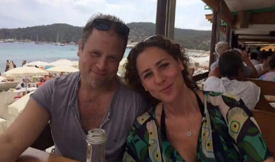 Додека граѓаните стравуваат од коронавирусот, овие маж и жена станаа милионери