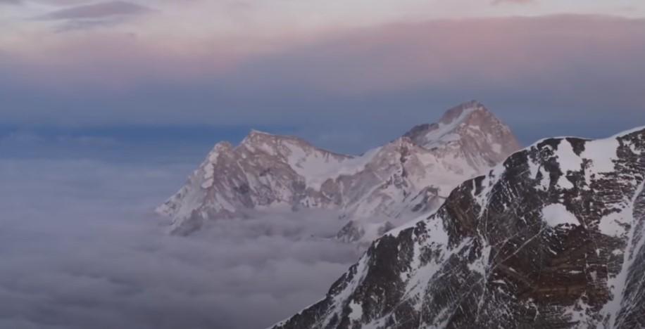 ВИДЕО: Документарец ќе ја разреши мистеријата – Кој прв го достигнал врвот на Монт Еверест?