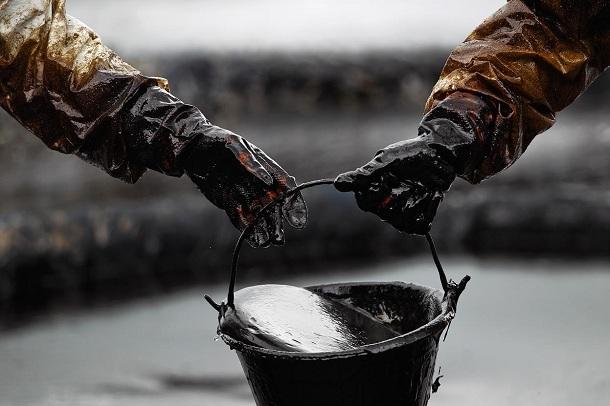 Раст на цените на нафтата по падот на залихите во САД