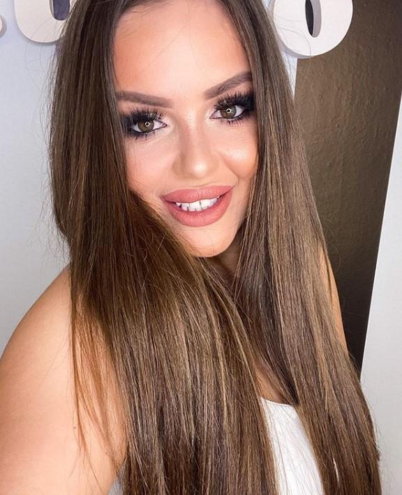 Богдана е вистинска убавица, а момците полудуваат кога ќе ја видат оваа нејзина сестра