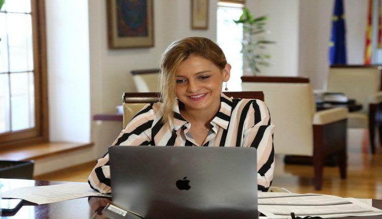 Ангеловска: Ковид-19 го забрзува растот на е-трговијата