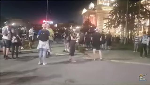 Демонстрантите во Нови САД кусо блокираа полициска станица