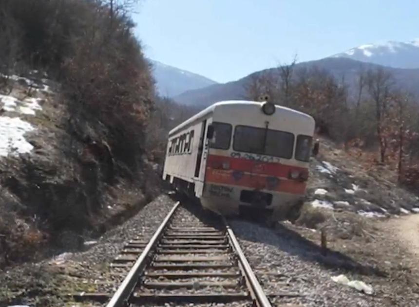 По несреќата, втор ден не сообраќа патничкиот воз Кочани- Велес- Скопје и обратно