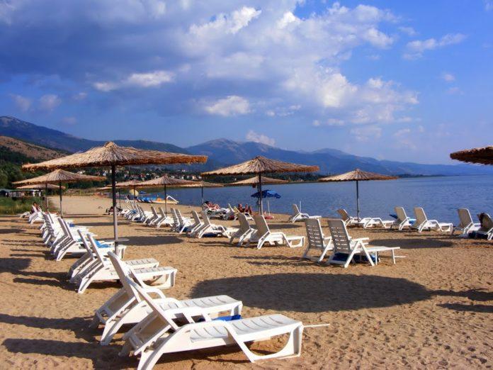 Усвоени здравствените протоколи за работа на плажите и базените