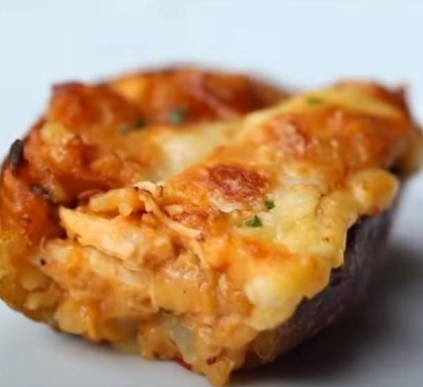 Совршен рецепт за љубителите на компирот: Полнет компир на четири начини!