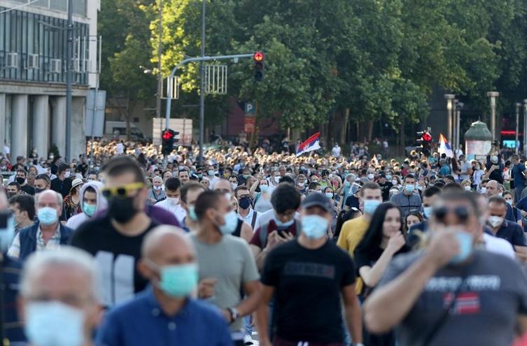 ЗАБОРАВЕТЕ НА ОДЕЊЕ ВО СРБИЈА: Кризниот штаб донесе нови мерки- по овие одлуки граѓаните нема да престанат со протестите!