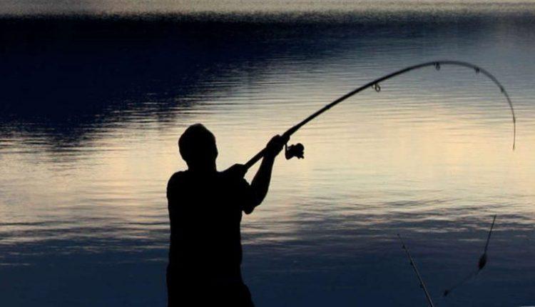 Дедовци фатени во незаконит риболов