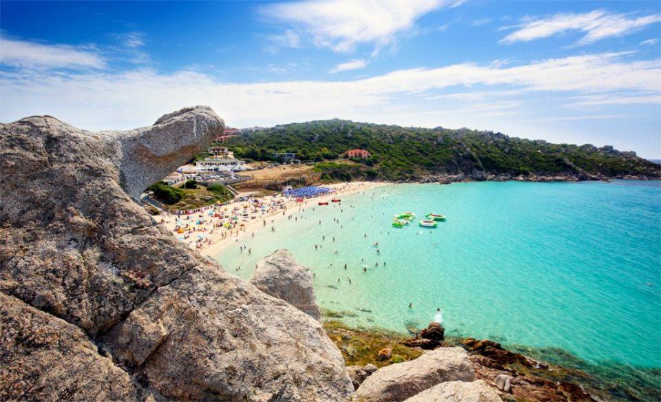 Американски туристи вратени по слетување во Сардинија