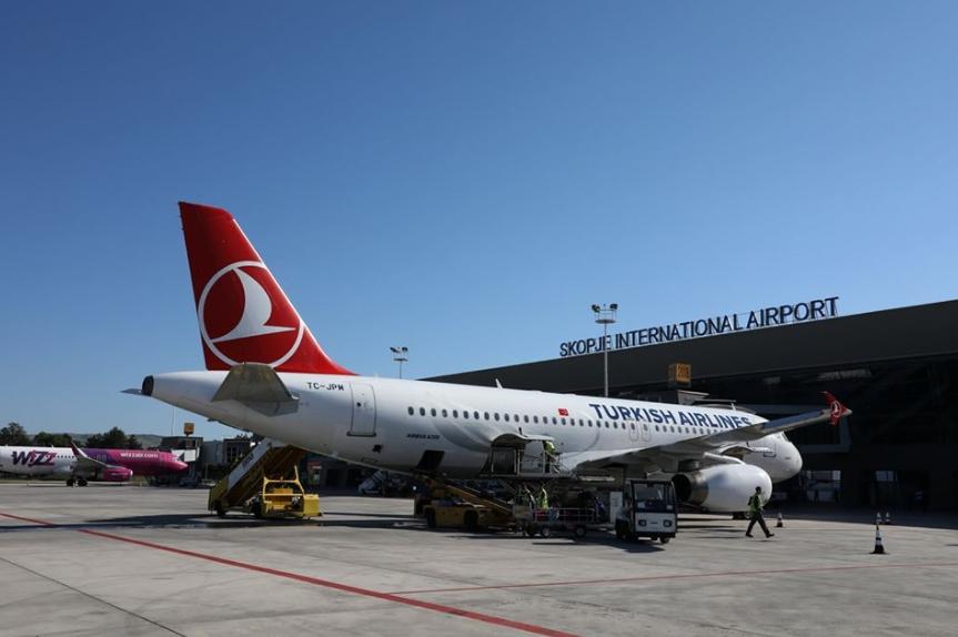 Обновен сообраќајот на двата аеродрома, еве колку патници дошле и заминале