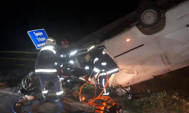 Пожарникари спасуваа повредени патници, тешка сообраќајка на патот Струмица-Валандово (ФОТО)