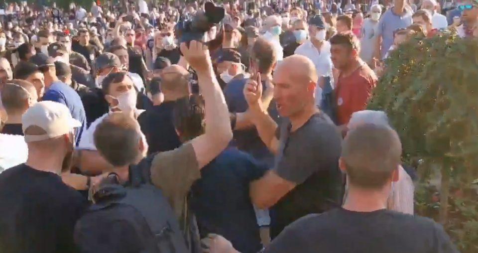 ВИДЕО: Трифуновиќ повреден, ова е моментот кога почна да добива удари