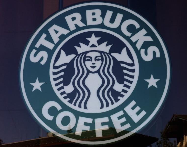 """Вработен во Старбакс  добил """"интернет бакшиш"""" од речиси 100.000 долари"""