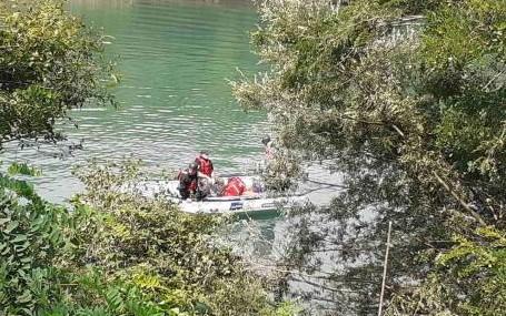 Пронајдено телото на 11-годишното девојче кое што зедно со нејзиниот татко и брат со автомобил паднале во река во Србија