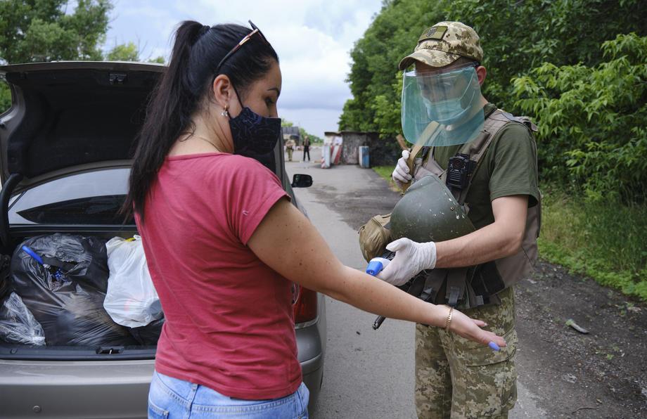 Нови 800 случаи на коронавирус во Украина, починаа 27 лица
