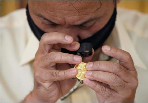 Унца злато 1.943 долари, берзите различни