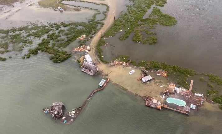 ВИДЕО: Ураганот Хана го погоди брегот на Тексас, го урна ѕидот меѓу САД и Мексико
