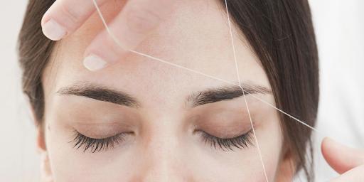 ВИДЕО: Дали ви е познат овој начин на обликување на веѓите?