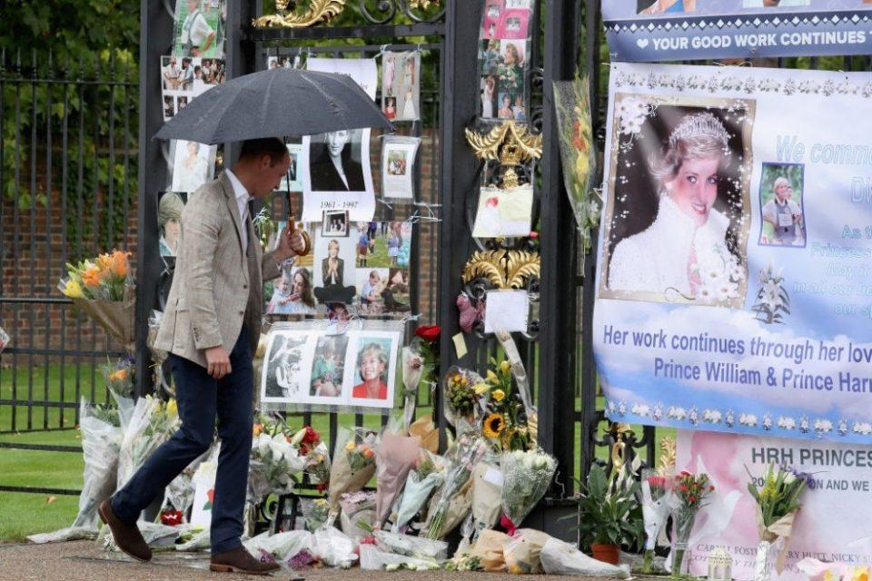 Однесен во болница: Принцот Вилијам колабираше на гробот на мајка си