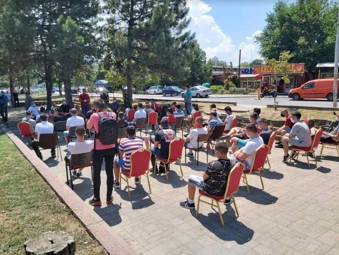 ФОТО: Мисајловски на средба со младите од Бутел