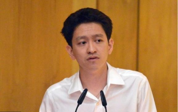 Внукот на премиерот на Сингапур е осуден за непочитување на судот