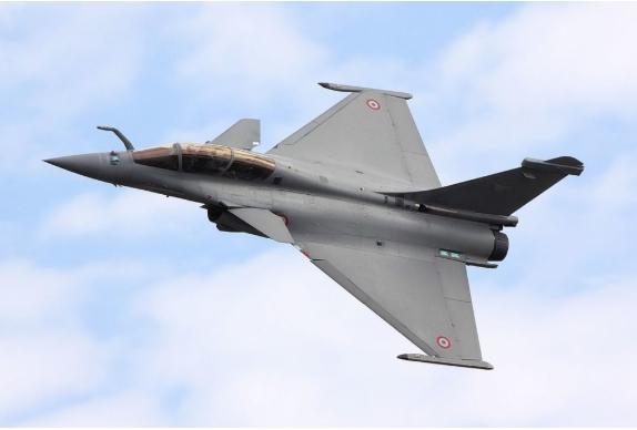 Во Индија пристигна првата серија од пет воени авиони Рафал