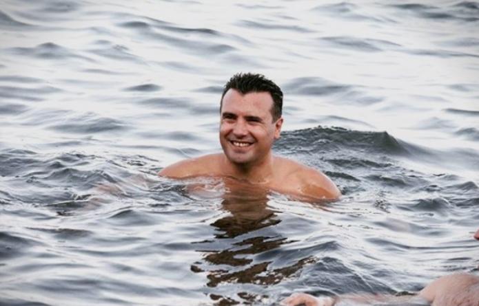 ВМРО-ДПМНЕ: Заев и министрите на плажа, а народот сам се бори против пожарите