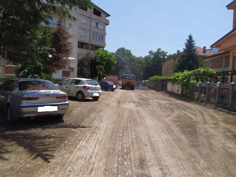 ФОТО: Ден пред изборен молк се асфалтираат улици во Ѓорче Петров, граѓаните револтирани!