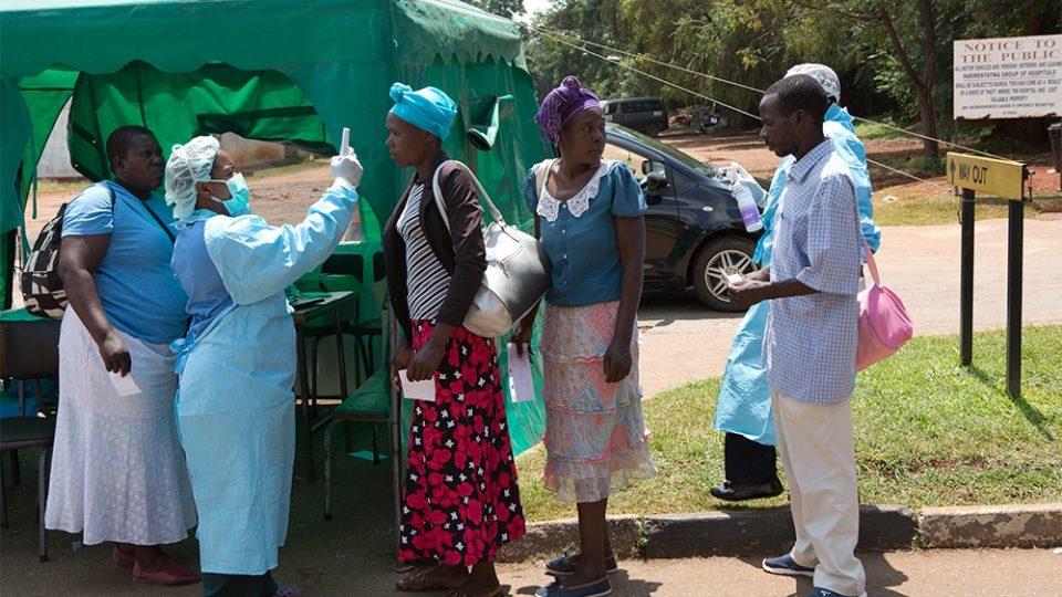 Здравствените работници во Зимбабве бараат плати во долари