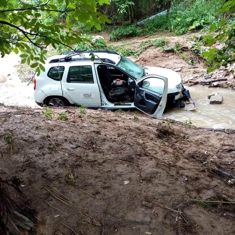 ФОТО: Велешанец моли за помош, неговиот брат со автомобил излетал во река- бара луѓе да се вклучат во акцијата