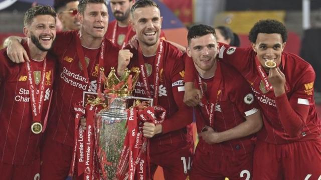 Ливерпул го претстави гостинскиот дрес и ги изненади навивачите (ФОТО)