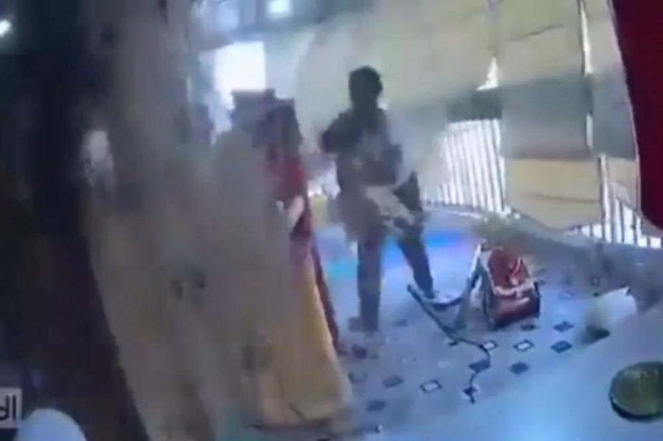 Видео од Бејрут кое остава без здив, куќна помошничка за дел од секунда спаси мало дете