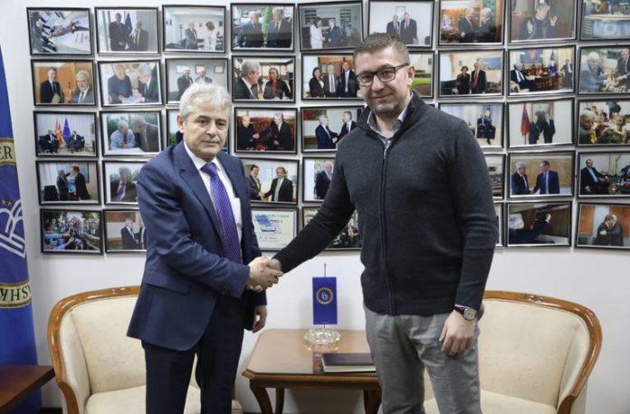 Средба Мицкоски со Ахмети за ново парламентарно мнозинство