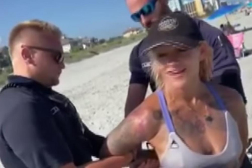 """Девојка уапсена на плажа поради голотија: """"Не сум гола, секој ден вака доаѓам на плажа"""""""