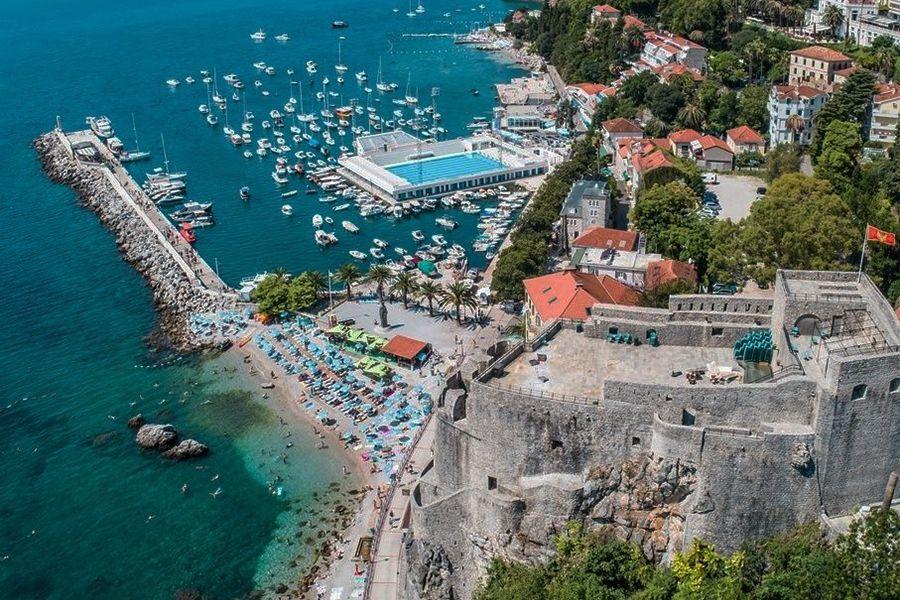 Во Херцег Нови 92 проценти помалку туристи