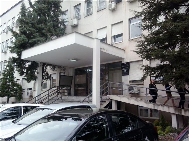 Во ковид центрите во Скопје за 24 часа се хоспитализирани 43 пациенти, а вкупно се лекуваaт 435 болни, сомнителни и потврдени за КОВИД -19