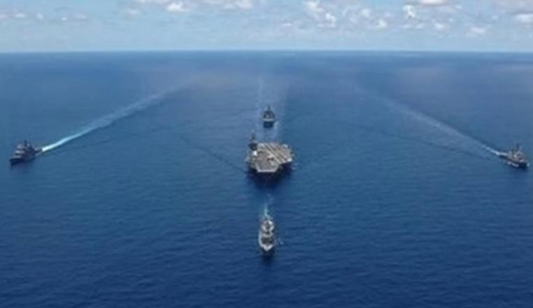 Турски воени бродови се во борбена готовност крај брегот на Анталија