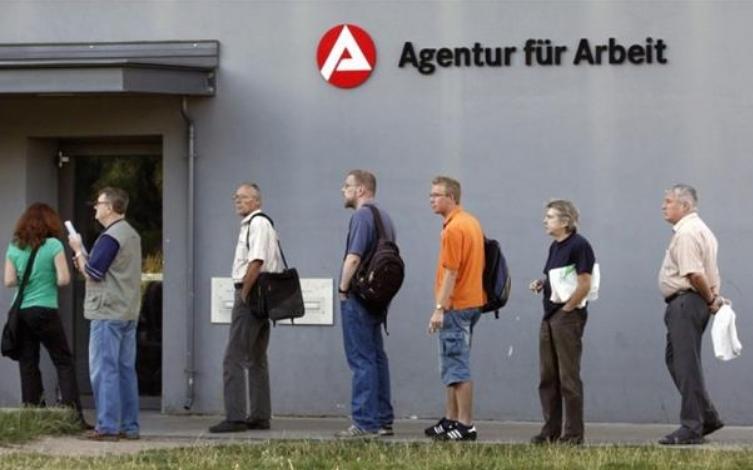 Месечните примања на работниците во Германија намалени за 2,2 отсто