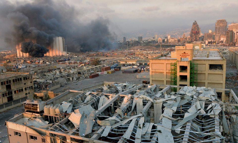 ФОТО: Најтрогателната фотографија од Бејрут која го обиколи светот, фотографот вели не видел ништо слично