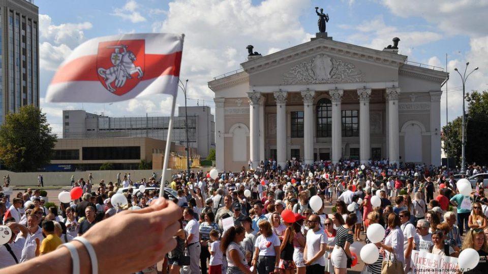 Белоруската полиција пукаше во воздух на протест во Брест