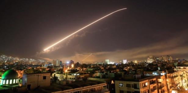 Израел бомбардираше воени цели во Сирија