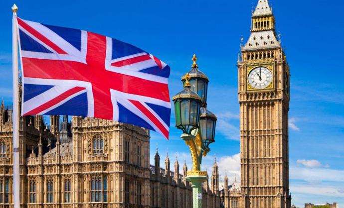 Велика Британија наскоро ги олеснува рестриктивните мерки