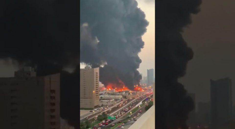 Голем пожар на пазарот во ОАЕ