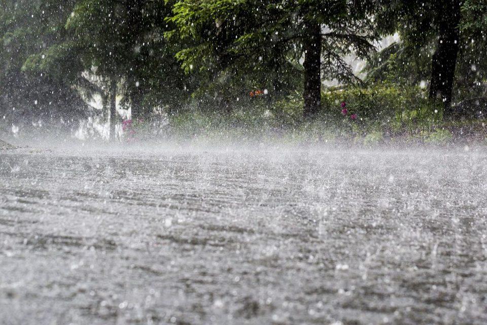 Количеството на врнежи во првите 10 дена во август над декадните вредности