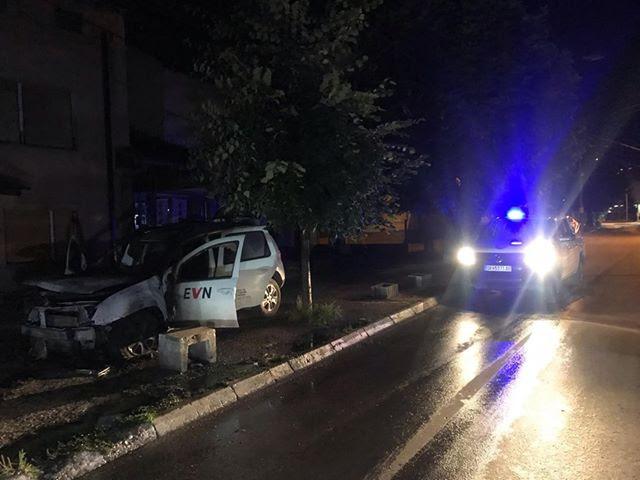 ФОТО: Запалени две возила на ЕВН во Тетово