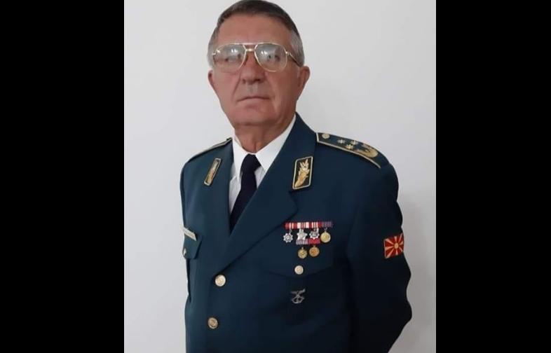 Пензиониран генерал преживува голгота: 10 дена со температура оставен да лежи дома без лекарска помош, неговиот син бара помош