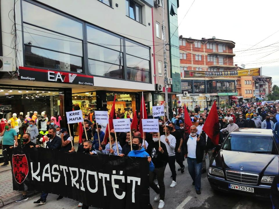 Протестен марш на гостиварци против поскапувањето на струјата