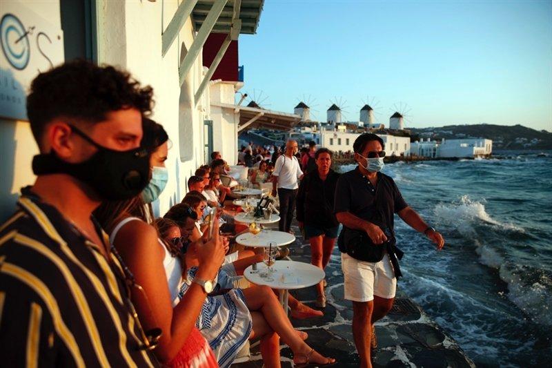 Од почетокот на туристичката сезона 2.198 посетители на Грција позитивни на Ковид-19