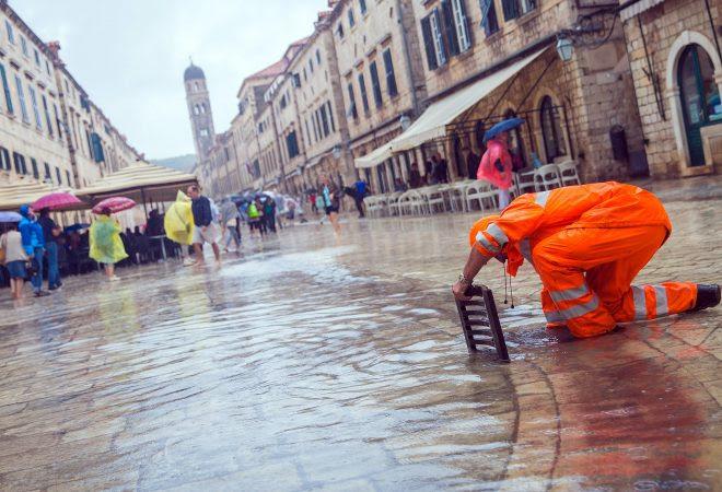 Невреме во Дубровник, Страдун поплавен