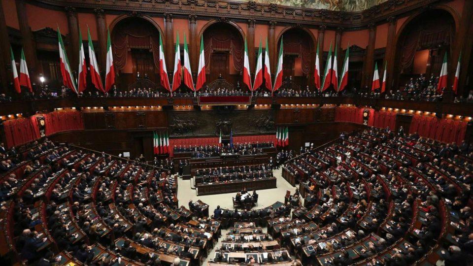 Италијански функционери зеле помош поради кризата со Ковид-19